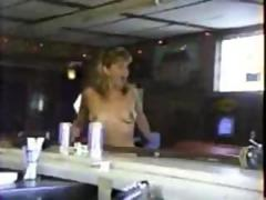 Amateur girl dance in pub and show her tits