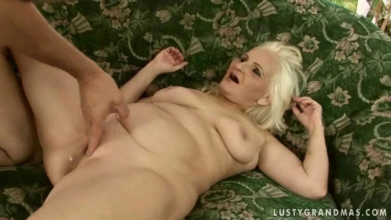 Riddims ladies naked pussy