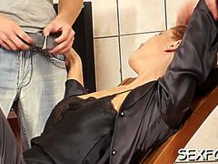 Sexy diva crystalis gets head and taco banged