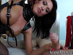 Strapon domina squirts