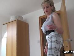 Unfaithful british mature lady sonia shows off her big globes