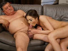 Gold digger sexy spinner riding old guy