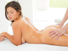 Shae Summers massage into erotic sex